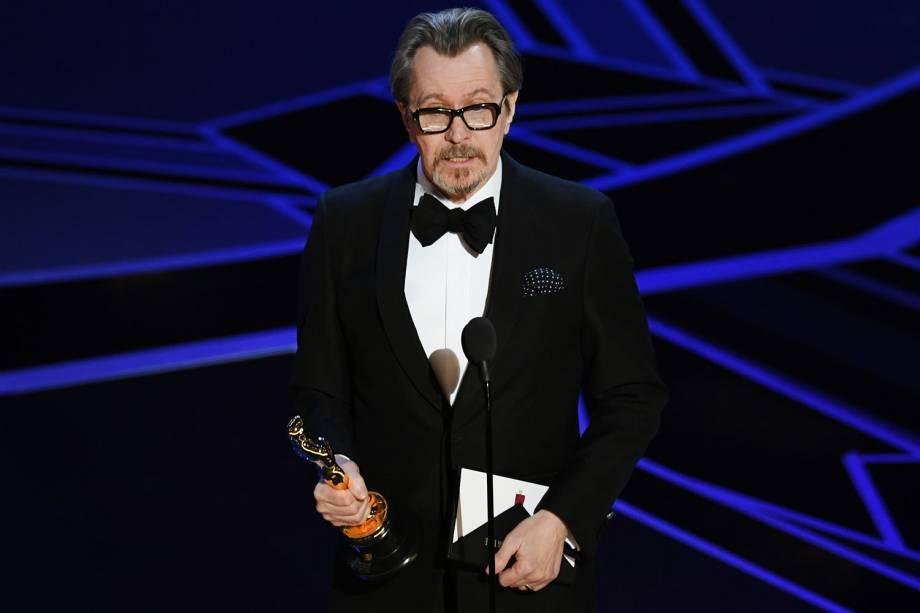 Gary Oldman recebe o Oscar de melhor ator por 'O Destino de uma Nação'