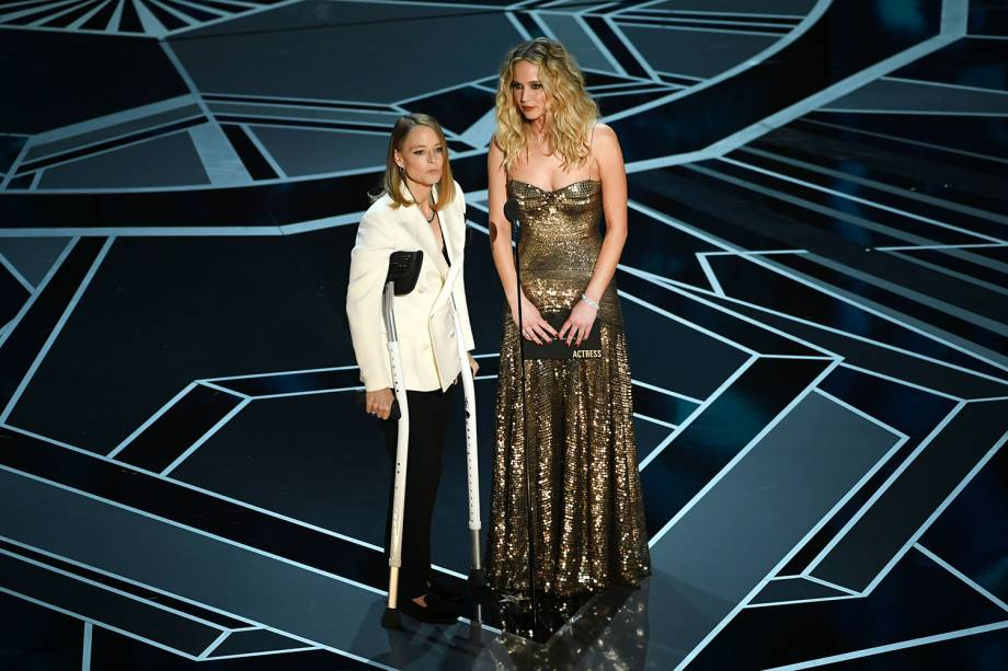 Jodie Foster e Jennifer Lawrence apresentam o prêmio de melhor atriz