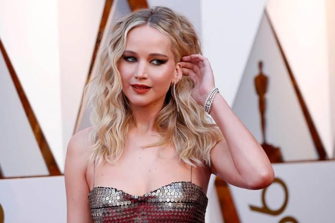 A atriz Jennifer Lawrence no tapete vermelho do Oscar 2018