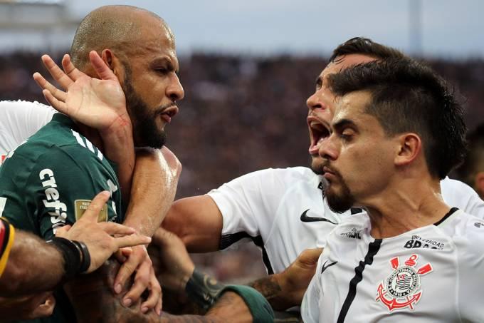 Confusão após lance na partida entre Corinthians e Palmeiras