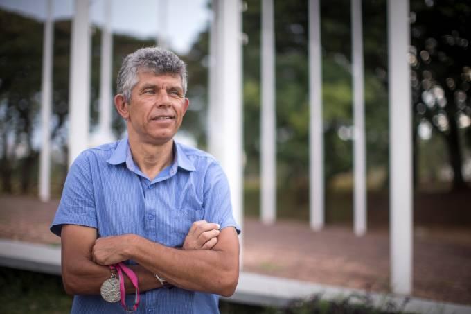 Vozes do Futebol: Francisco Carlos Martins Vidal, o Chicão,  com sua medalha em Campinas