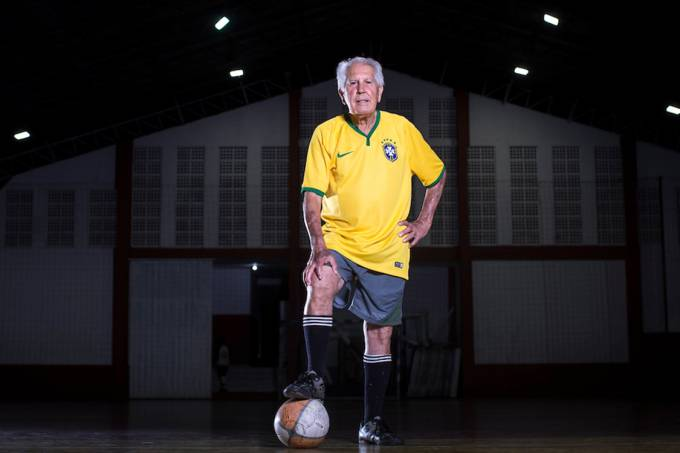 João Baptista Camargo, 83 anos, jogador de futebol amador na cidade de Itatiba, 30km de Campinas
