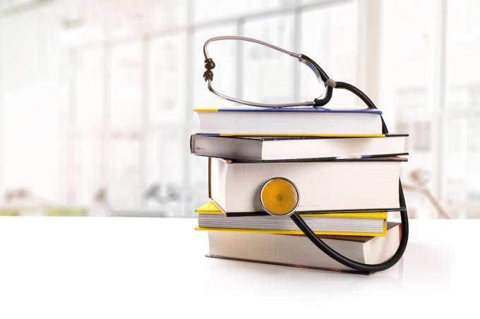 Medicina – Livros – Estetoscópio