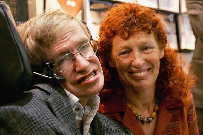 O professor Stephen Hawking e sua esposa Elaine Mason, em 2005