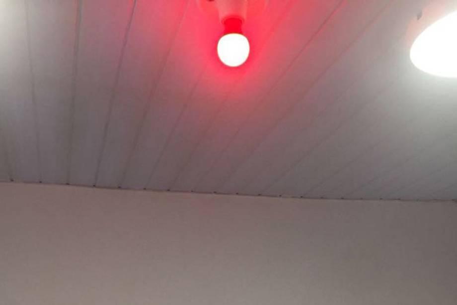 Quarto reservado para visitas íntimas na prisão de Benfica contava com luz vermelha