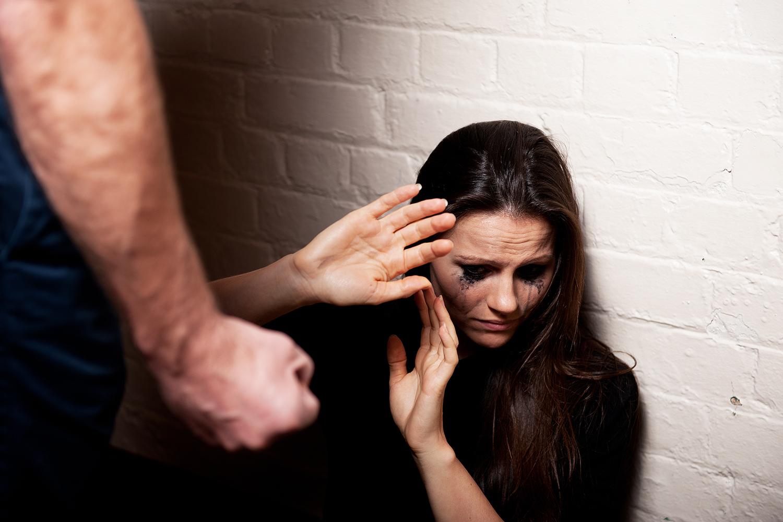 Denúncias apontam escalada da violência contra mulheres no país | VEJA