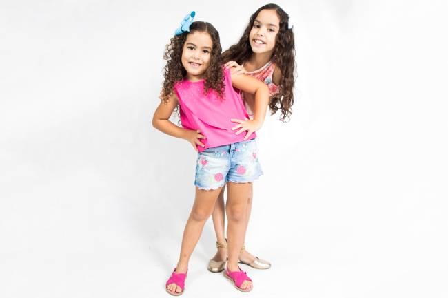 As youtubers Ester, 6 anos, e sua irmã Eloah, 11 anos