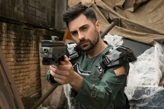 Personagem Rafael, interpretado por Rodolfo Valente, em cena da 2ª temporada da série '3%'