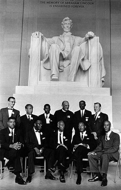 O Rev. Martin Luther King e outros líderes dos direitos civis posam para uma foto em uma manifestação pelos direitos civis em Washington, nos Estados Unidos - 28/08/1963