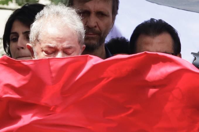 Lula discursa após missa em São Bernardo do Campo