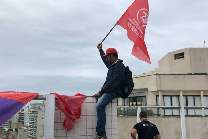 MTST ocupa tríplex atribuído a Lula no Guarujá