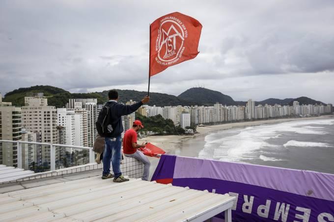 Sem-teto invadem tríplex em Guarujá