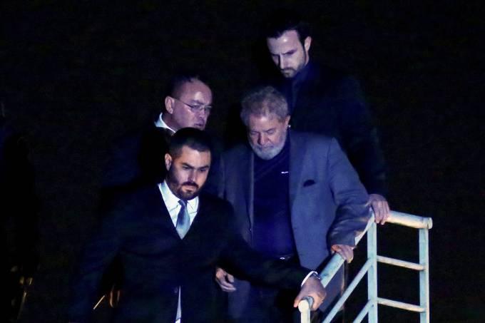 Lula chega à Superintendência da PF em Curitiba