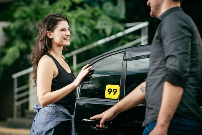 Dia do Livro Infantil – 99 e Companhia das Letrinhas distribuem exemplares a passageiros e motoristas no Dia Nacional do Livro Infantil
