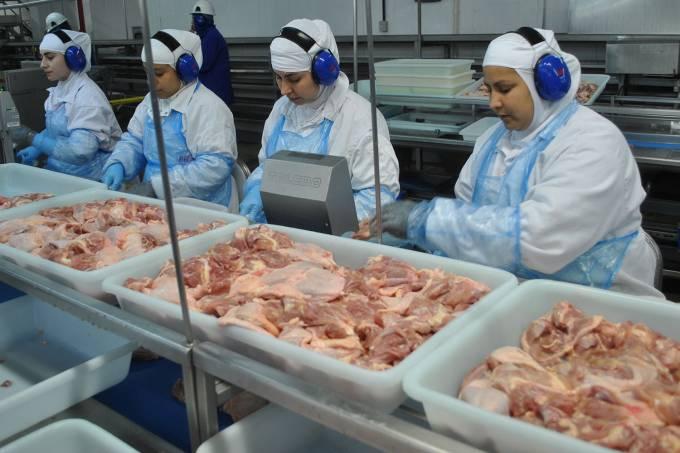 Funcionários no frigorífico da BRFem Marau, no Rio Grande do Sul