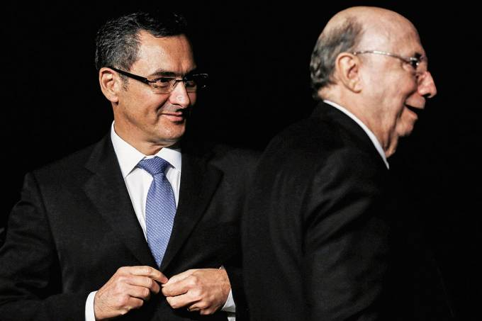 Transição – Eduardo Guardia, o novo ministro da Fazenda, e Henrique Meirelles, que vai tentar a Presidência
