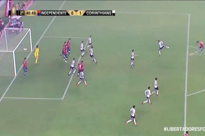 Independiente tem gol anulado contra Corinthians