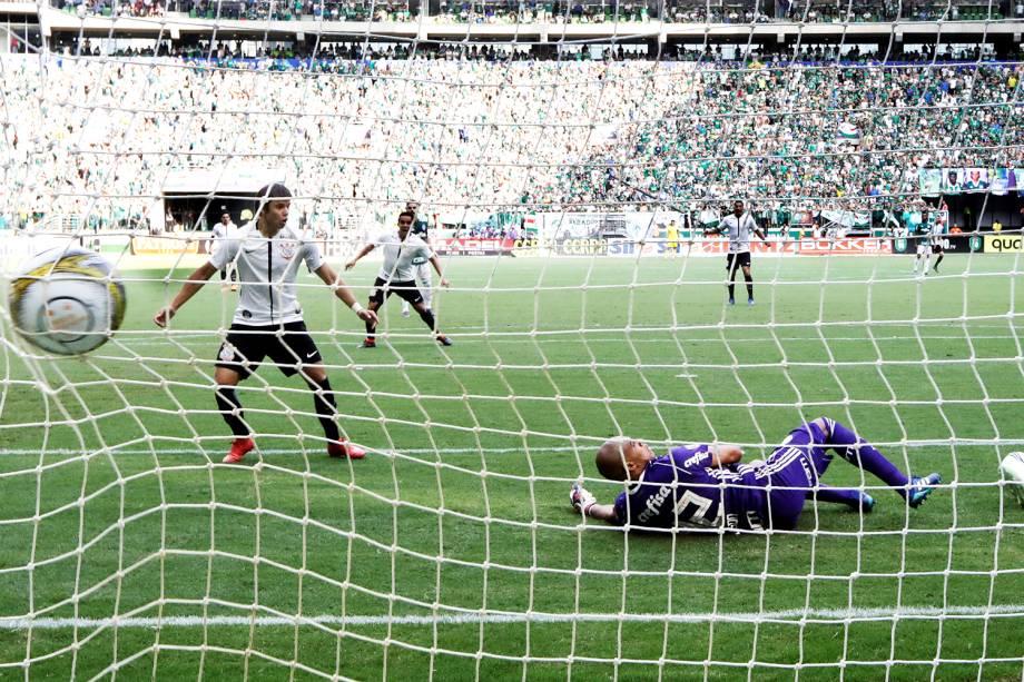 Rodriguinho abre o placar para o Corinthians, na final do Campeonato Paulista contra o Palmeiras - 08/04/2018