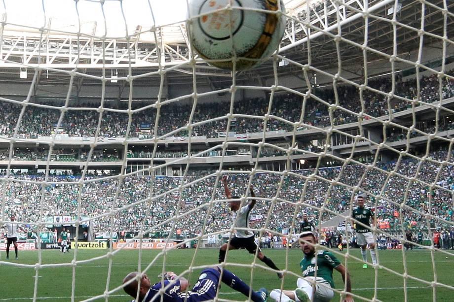 Rodriguinho, do Corinthians, abre o placar durante partida contra o Palmeiras, válida pela final do Campeonato Paulista - 08/04/2018