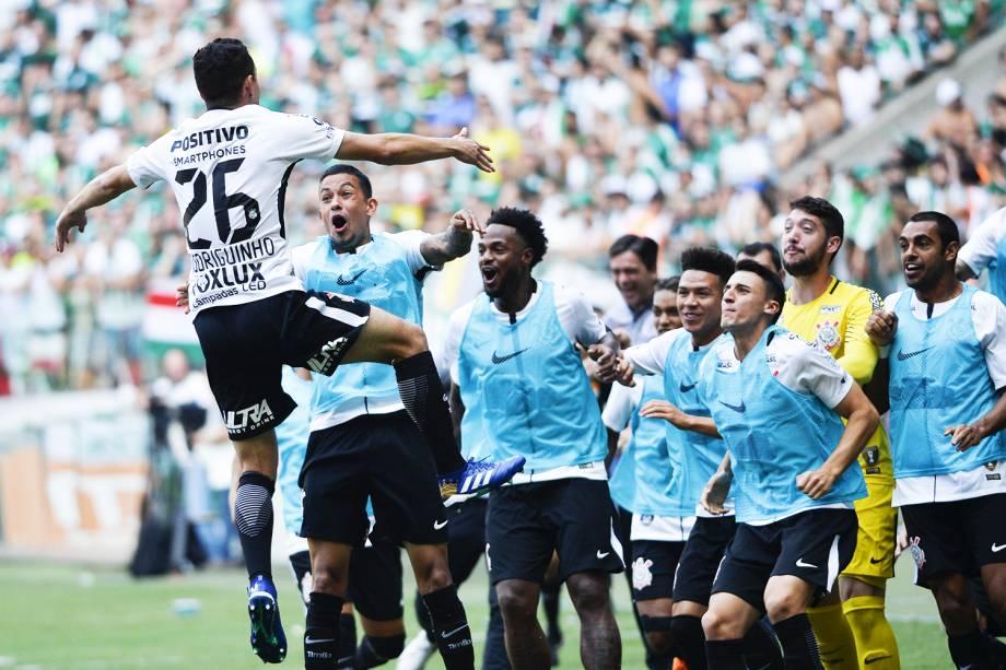 Rodriguinho, do Corinthians, comemora seu gol durante partida contra o Palmeiras, jogo válido pela final do Campeonato Paulista - 08/04/2018