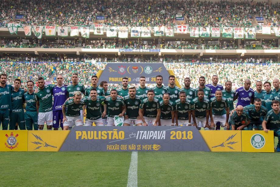 Time do Palmeiras posa para foto antes de partida contra o Corinthians, válida pela final do Campeonato Paulista - 08/04/2018