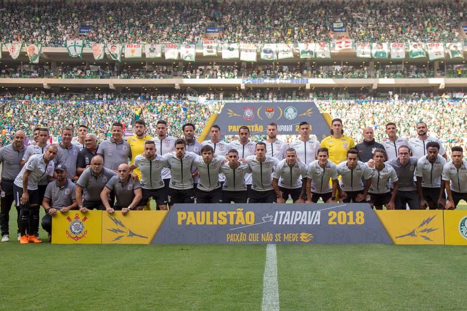 Time do Corinthians posa para foto antes de partida contra o Palmeiras, válida pela final do Campeonato Paulista - 08/04/2018
