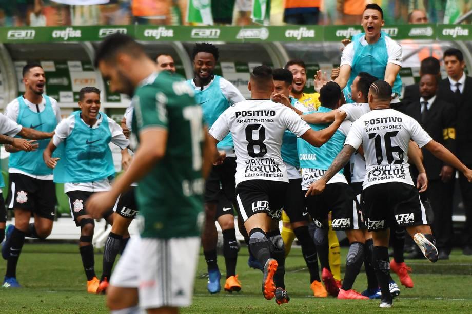 Jogadores do Corinthians comemoram após Rodriguinho marcar gol, durante partida contra o Palmeiras, válida pela final do Campeonato Paulista - 08/04/2018