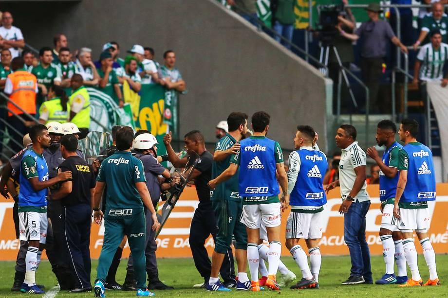 Confusão durante o jogo entre Palmeiras x Corinthians, em partida válida pela final do Campeonato Paulista - 08/04/2018