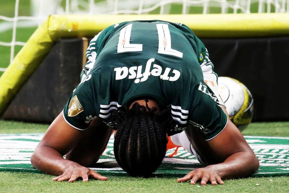 O jogador Keno, do Palmeiras, lamenta após ser derrotado nas penalidades máximas, durante a final do Campeonato Paulista - 08/04/2018