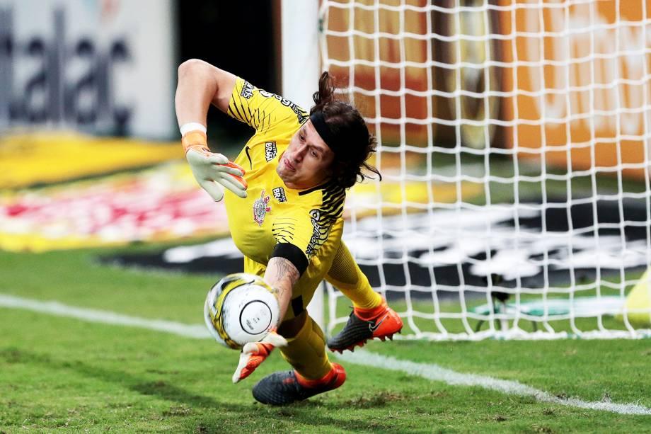 O goleiro Cássio, do Corinthians, realiza defesa durante as penalidades máximas, na final do Campeonato Paulista - 08/04/2018