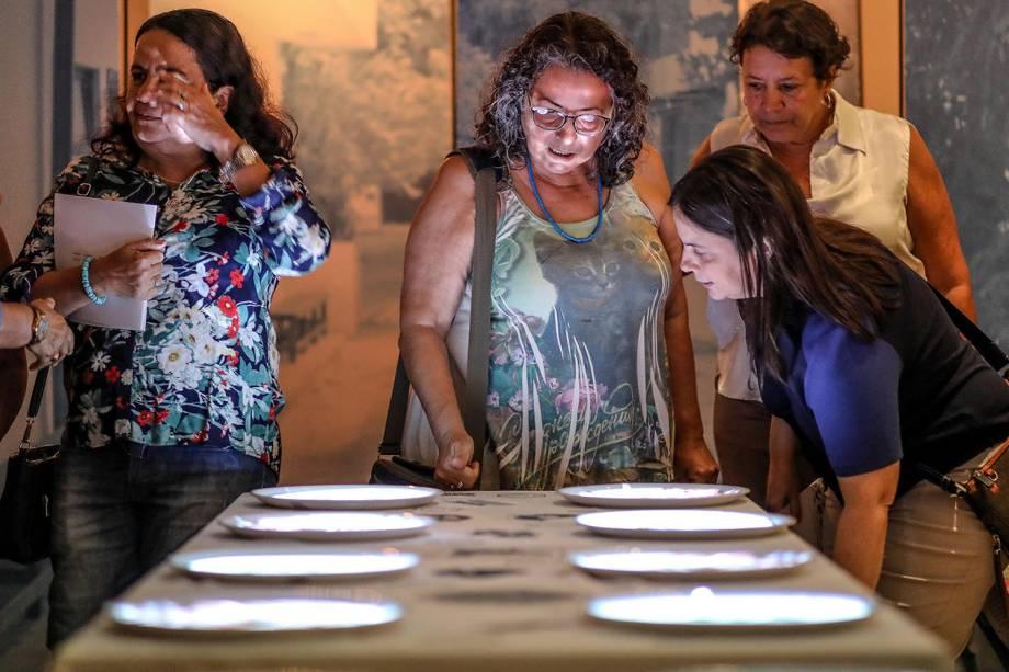 Convidados visitam exposição 'Ser Feliz É para Quem Tem Coragem', que homenageia Dona Canô