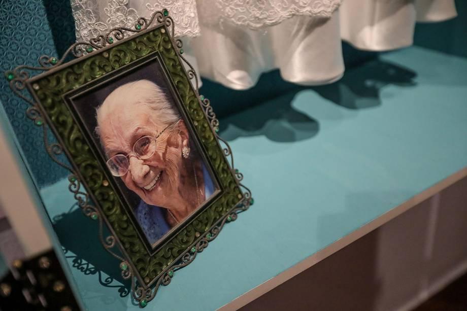 Retrato de Dona Canô em exposição em Salvador