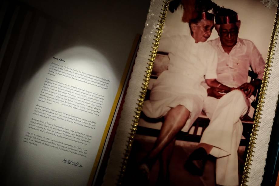 Foto mostra Dona Canô e seu marido, Zeca, em exposição em Salvador