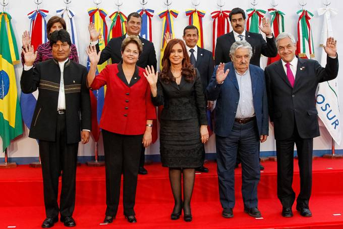 Dilma Rousseff durante reunião da cúpula extraordinária de Chefes de Estado da UNASUL – 29/06/2012