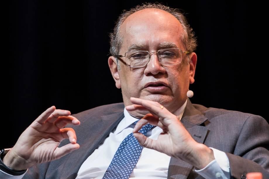 """<span><a href=""""https://veja.abril.com.br/brasil/sou-um-dos-alvos-preferidos-diz-gilmar-mendes-sobre-fake-news/"""">""""Nós, homens públicos, estabelecemos uma espécie de blindagem psicológica""""</a>, disse o ministro do STF Gilmar Mendes sobre os ataques dos quais é vítima</span>- 24/04/2018"""