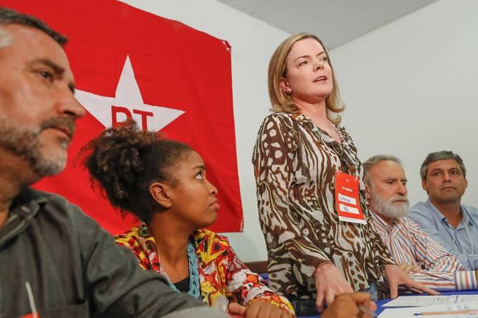 A presidente do PT e senadora Gleisi Hoffmann, durante coletiva de imprensa em Curitiba