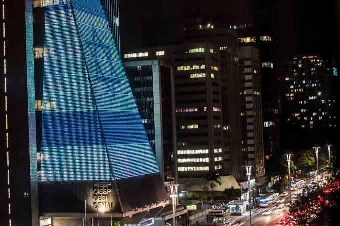 Prédio da Fiesp exibe bandeira de Israel em homenagem aos 70 anos de independência