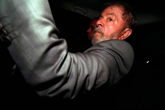 O ex-presidente Luiz Inácio Lula da Silva chega em seu apartamento em São Bernardo do Campo, após ter pedido de Habeas Corpus negado pelo STF – 04/04/2018