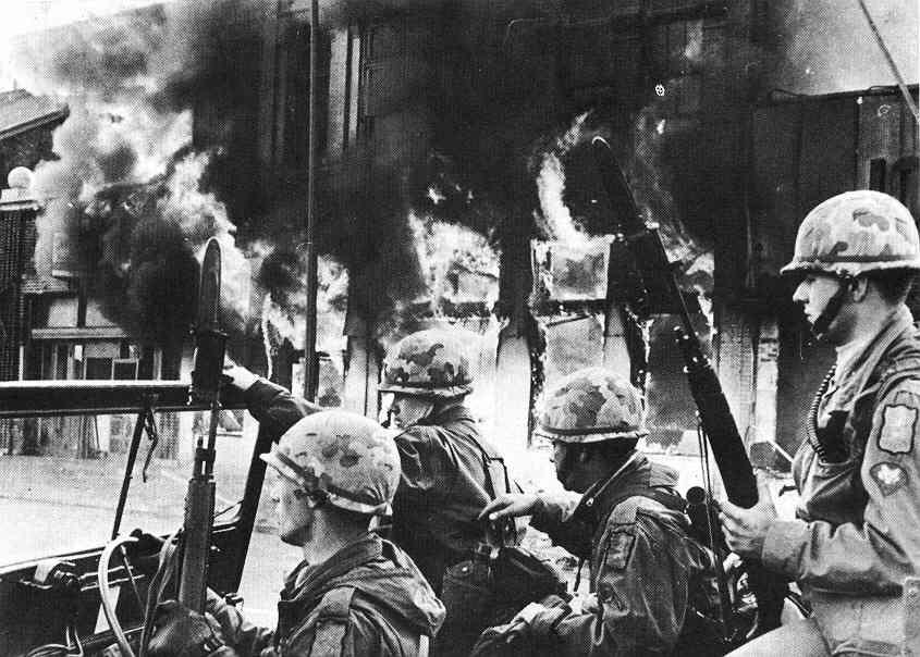 Guardas durante motim causado pela morte de Martin Luther King Jr.