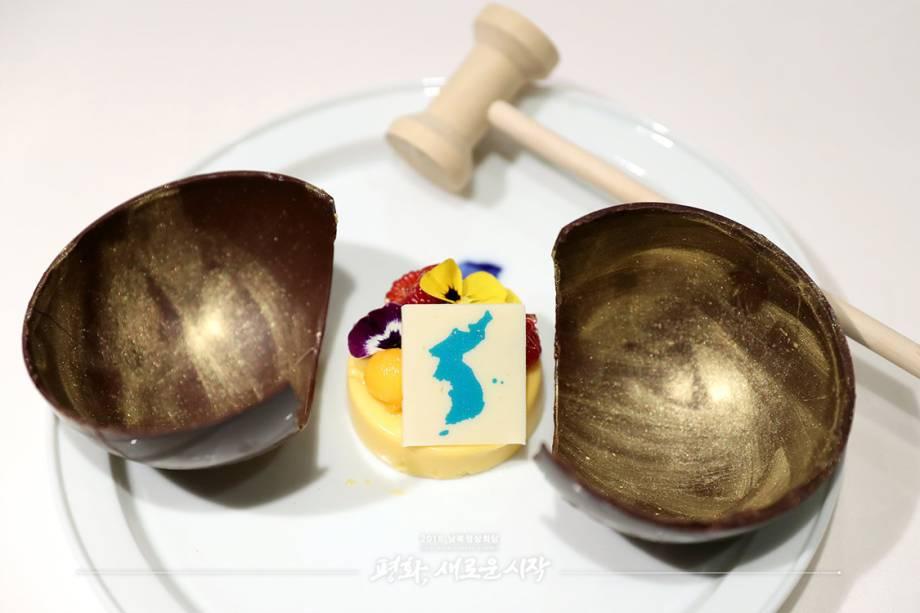 Mousse de manga, sobremesa que inclui uma fruta tropical como símbolo da energia de espírito dos dois países.
