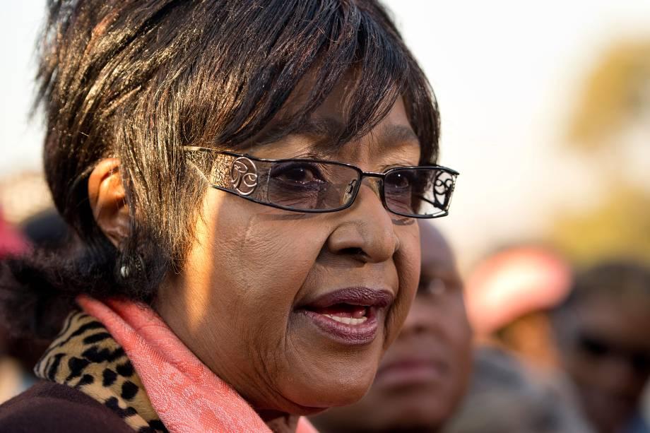 Winnie Madikizela Mandela, militante e ativista contra o apartheid durante entrevista à imprensa fora de sua casa em Soweto, na África do Sul - 28/06/2013