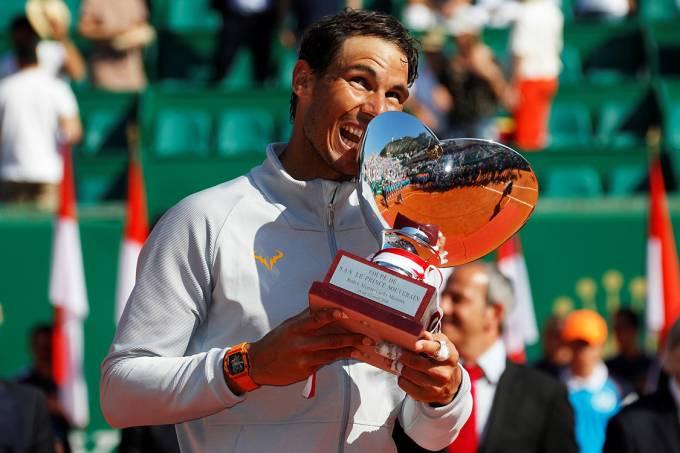 O espanhol Rafael Nada comemora o 11º título do Masters 1000 de Montecarlo