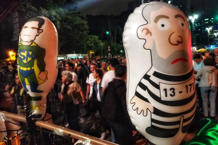 Manifestantes protestam contra o ex-presidente Lula, na Avenida Paulista em São Paulo - 03/04/2018