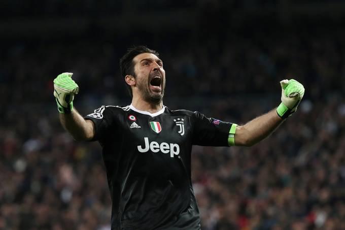 O goleiro Buffon comemora gol da Juventus contra o Real Madrid