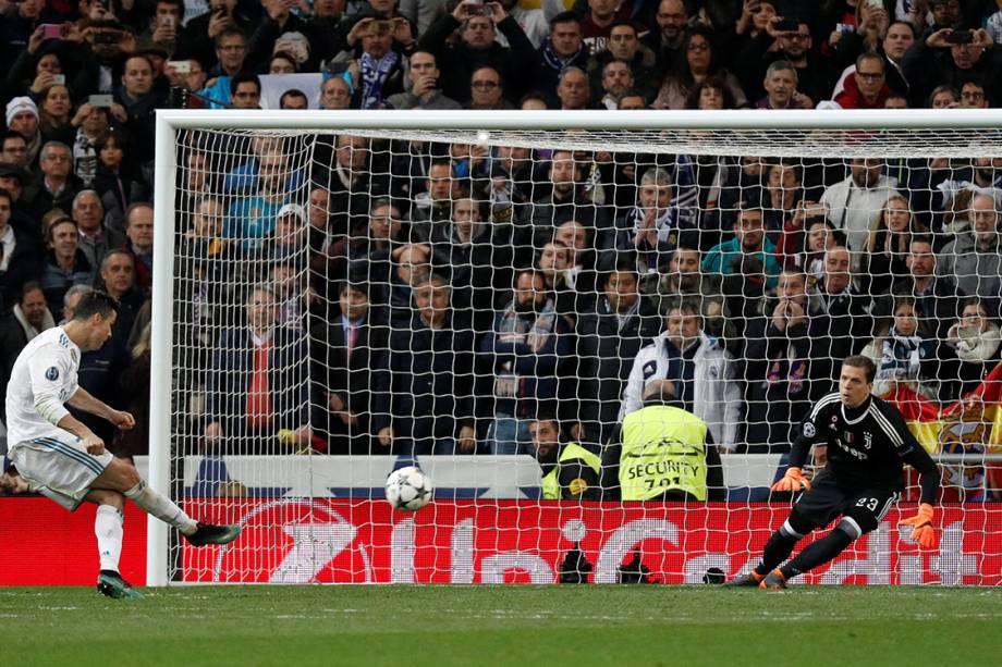 Cristiano Ronaldo marca gol de pênalti contra a Juventus