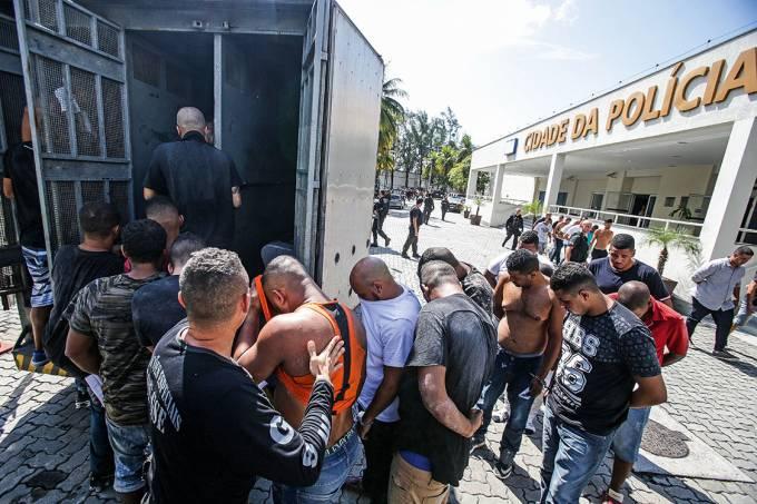 Presos suspeitos de integrarem milícia em Santa Cruz, Zona Oeste do Rio, são transferidos para o o Complexo Penitenciário de Bangu