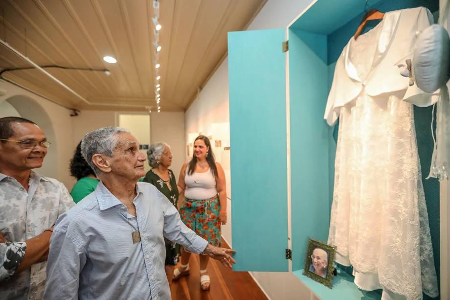 Irene, Roberto, Rodrigo e Mabel Velloso, filhos de Dona Canô, visitam exposição