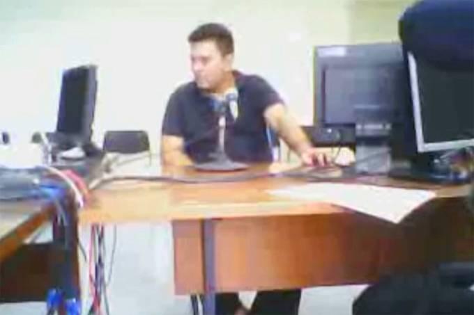 O policial militar Fernando Paiva Moraes Júnior durante depoimento