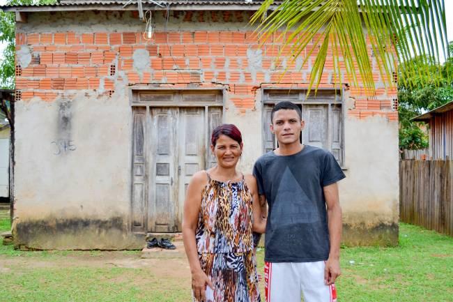 Vanuzia Damasceno e Agleuson da Silva, mãe e irmão de Gleici Damasceno, participante do 'BBB 18'