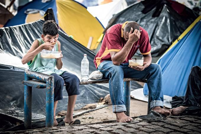venezuela-pai-filho-abrigo-improvisado